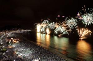 Brasil, Rio de Janeiro, RJ. 01/01/2011. Queima de fogos na Praia de Copacabana durante a virada de ano, na zona sul do Rio Janeiro. - Crédito:PAULO VITOR/AGÊNCIA ESTADO/AE/Codigo imagem:77986